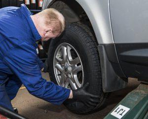 Expert Tyre Fitter